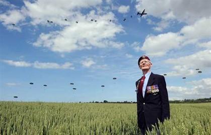 O veterano britânico Frederick Glover é um dos 3000 veteranos presentes nas cerimónias do Dia D no norte de França
