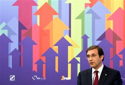 Governo não exclui aumento de impostos, diz Passos