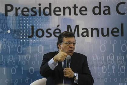 Comissão Europeia, instituição da União Europeia liderada pelo ex-primeiro-ministro português Durão Barroso, diz que aprova solução encontrada