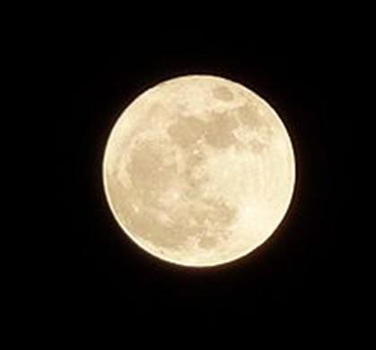 A Lua hoje nasce cheia e aparentemente maior