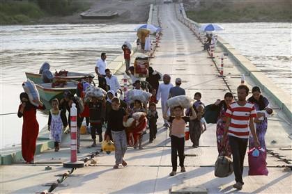 A minoria yazidi obrigada a deixar as suas casas, aqui na zona da Síria (foto de dia 14)
