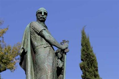 Estátua de D. Afonso Henriques vandalizada em Guimarães ficou a com a espada partida