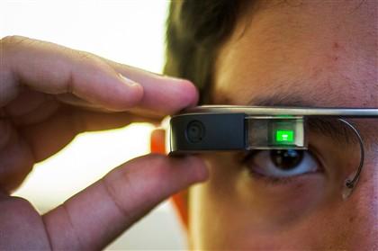O paciente entrou no estabelecimento de recuperação para tratar o alcoolismo, mas a abstinência do Google Glass custou-lhe mais
