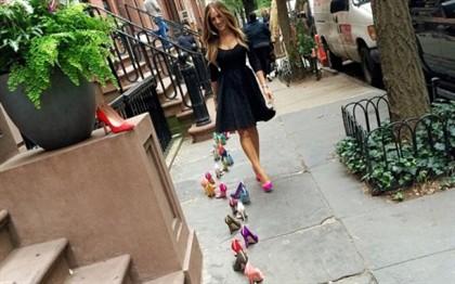 Sarah Jessica Parker tirou fotografias com os seus sapatos em frente à casa de Carrie