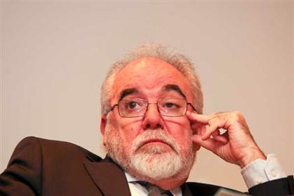 """PS critica """"incapacidade de ação total"""" de Passos face à crise do BES e da PT"""