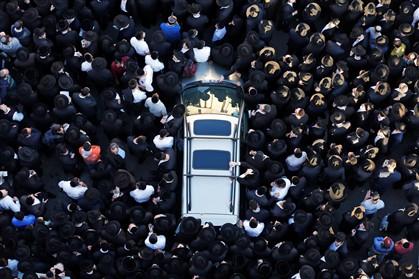 Netanyahu quer judeus armados após ataque em sinagoga