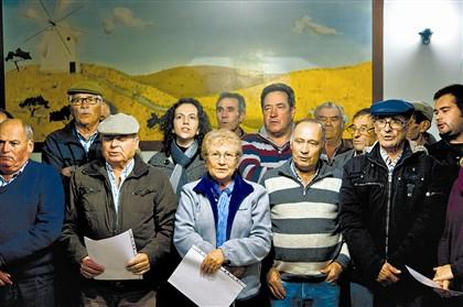 Os Cardadores ensaiam modas de Natal com as Papoilas do Corvo para as saídas de dezembro