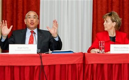 o secretário-geral da OCDE, Angel Gurría, com Maria Luís Albuquerque