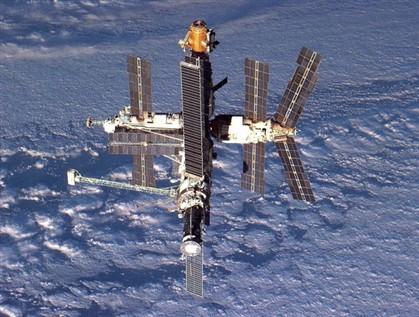 A estação espacial russa, MIR, esteve em funcionamento até 2001