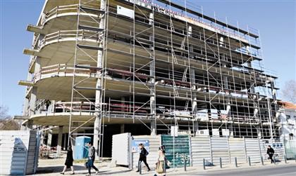 Edifício inacabado começa a ser demolido. Moradores decidem futuro