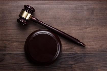 Padres pedófilos escapam a julgamento por prescrição
