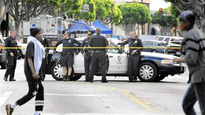 Pol�cia de Los Angeles no local dos disparos.