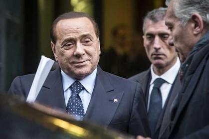Ex-primeiro-ministro italiano, Silvio Berlusconi, de 78 anos, acabou ontem de cumprir a sua pena de trabalho comunitário num lar de idosos por fraude fiscal
