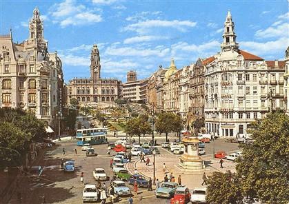 Jardins e calçada portuguesa na Avenida dos Aliados (década de 1960)