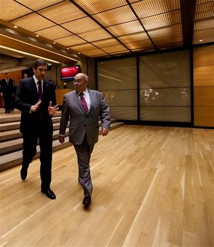 Passos Coelho esteve presente no lançamento do Instituto de Rogério Gomes, seu ex-patrão, em 2012