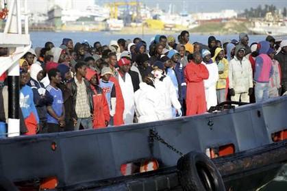 Uma das maiores tragédias no Mediterrâneo: mais de 700 imigrantes ilegais terão morrido