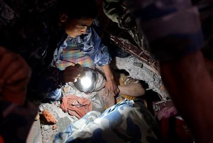 Sismo no Nepal já matou mais de 2500 pessoas e afeta 6,6 milhões