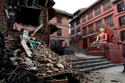 Tragédia no Nepal: 3900 mortos, 7000 feridos, 1 milhão de crianças precisa de ajuda urgente