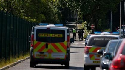 A polícia ainda se encontra na escola.