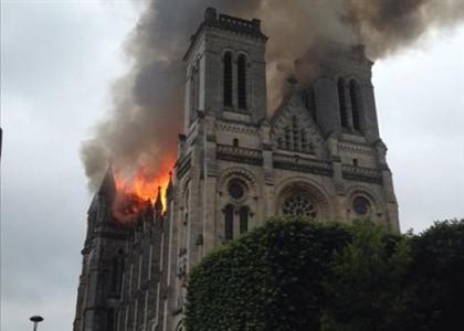 Uma das imagens partilhadas na rede social mostra a altura das chamas