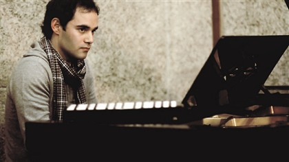 Terminou o curso de Direito, mas trocou os Códigos pelo piano