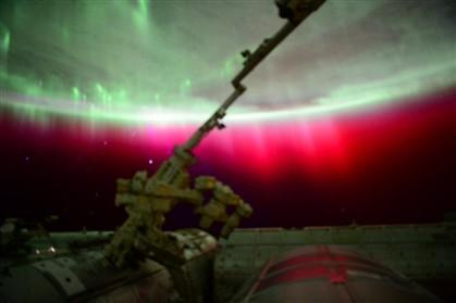 """Maior tempestade solar da década cria auroras boreais """"espetaculares"""""""