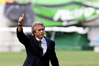 Jesus tem pedido informações a jogadores e staff do Benfica