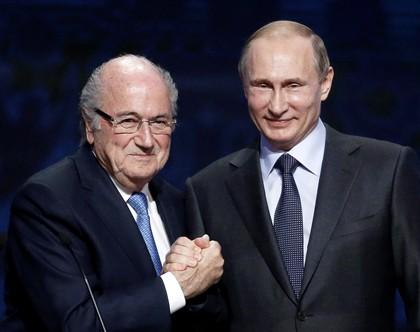 Putin pede Prémio Nobel para Joseph Blatter