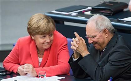 Alemanha lucrou mais de 100 mil milhões de euros com a crise grega