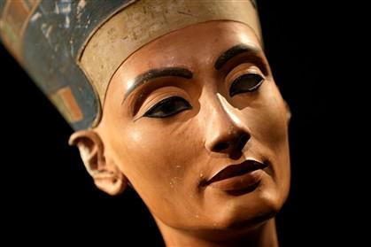 Haverá uma passagem secreta que liga túmulo de Tutankamon ao de Nefertiti?