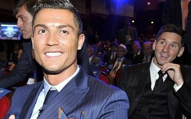 VIDEO: Selfie de Messi e Cristiano Ronaldo durante a Gala UEFA 2015