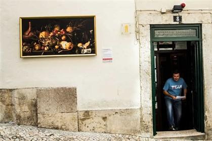 'Natureza Morta com Cesto de Fruta', de Antonio Pereda y Salgado, na rua da Atalaia
