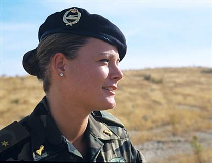 Fora do exército por ter denunciado o assédio, Zaida entra na política