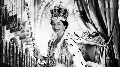 """Rainha por acaso, Isabel II aceitou """"um trabalho para toda a vida"""""""