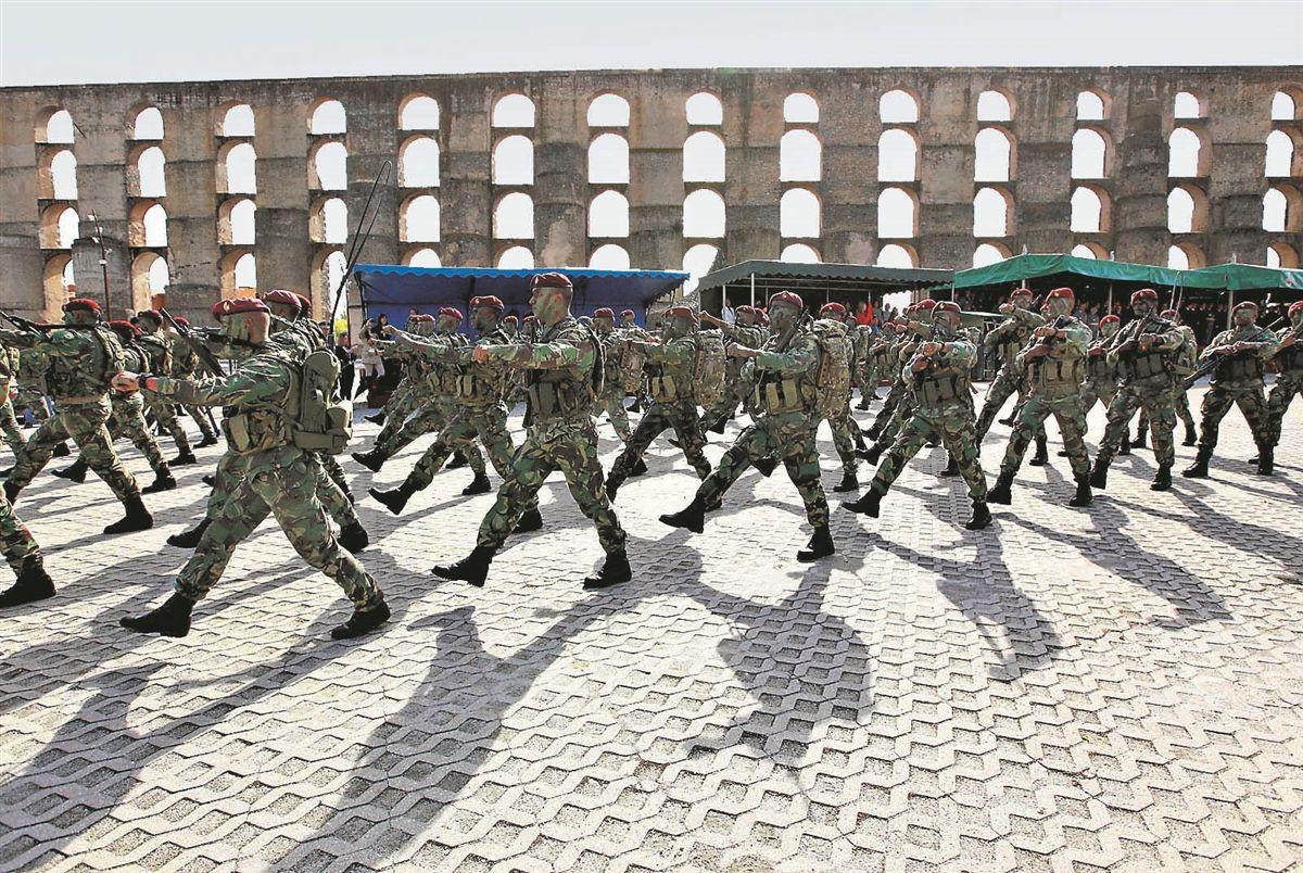 Detenção de sete militares para serem interrogados causa mal-estar nas  fileiras 2e2c5ee3a64