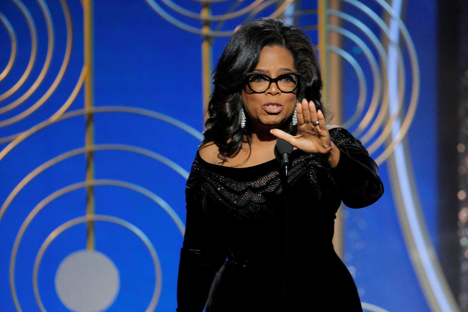 056d45a540 Oprah Winfrey põe auditório de pé com poderoso discurso