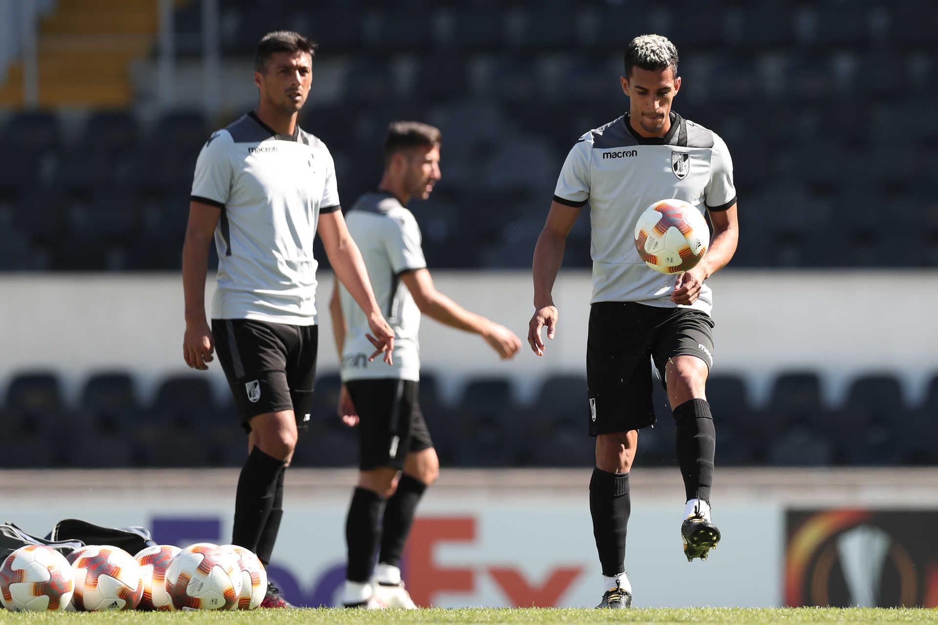 9401da49da V. Guimarães quer tomar ″medidas legais″ após invasão de adeptos no treino