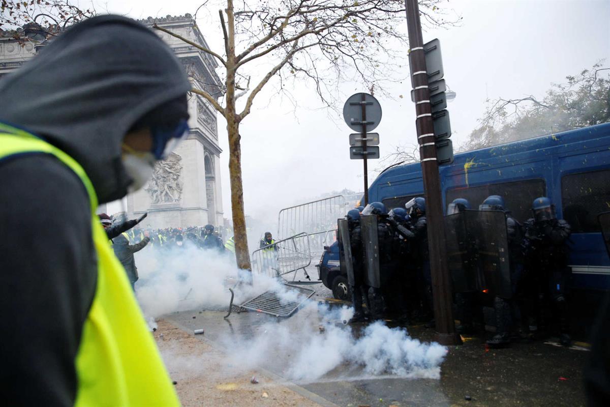 Falta de polícias obriga a adiar jogos da liga francesa 31bd8506cdf53