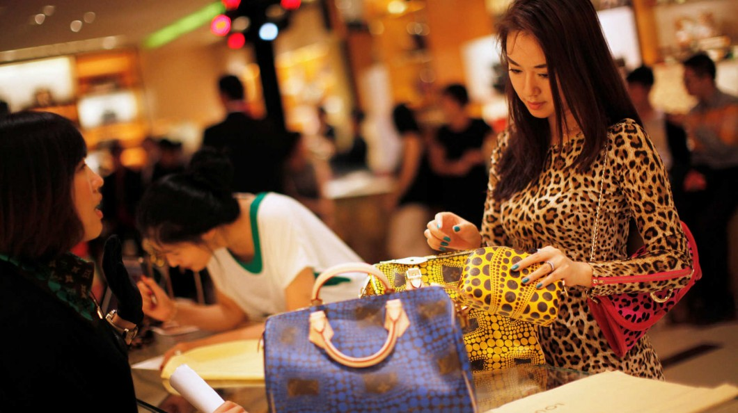 12ef47f21c0 China põe marcas de luxo a bater recordes