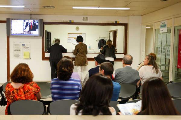 Resultado de imagem para Centros de saúde abertos para passar atestados a eleitores que não podem votar sozinhos
