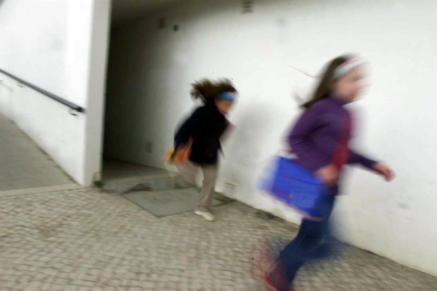 Resultado de imagem para Adolescente gravou em vídeo abusos sexuais pelo pai. Mãe sabia de tudo
