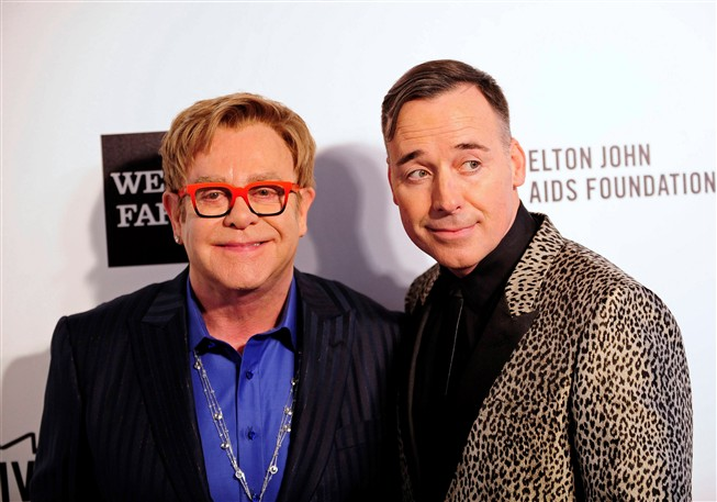 Elton John e o seu companheiro David Furnish