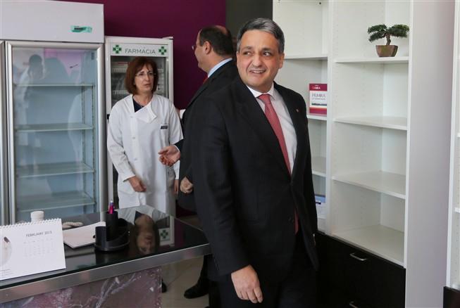 O ministro da Saúde, Paulo Macedo, durante a visita realizada esta manhã às urgências do hospital distrital de Faro