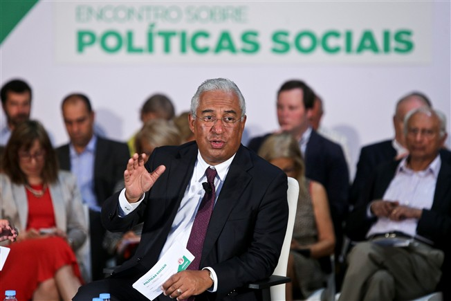 Ant�nio Costa num debate do PS sobre pol�ticas sociais