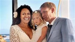 Aminah Hart, Scott Andersen e a filha de ambos, Leila, no dia do casamento