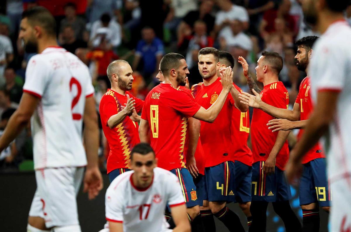 c9b08d1bde Espanha vence Tunísia e França empata