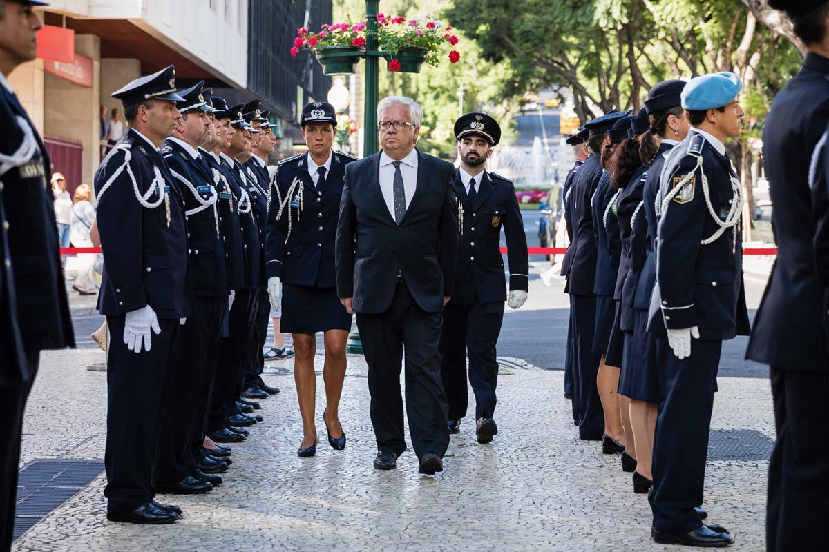071f44d484dbc Governo poupa três milhões de euros nas fardas das polícias
