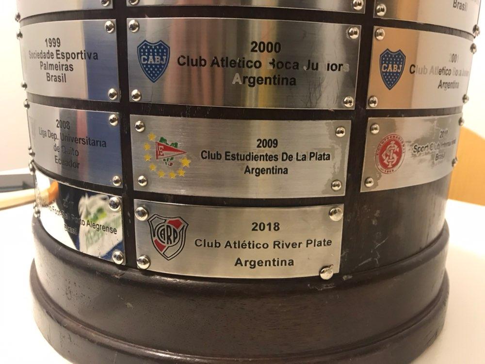 e5972542fb Taça Libertadores foi entregue ao River Plate com uma gralha