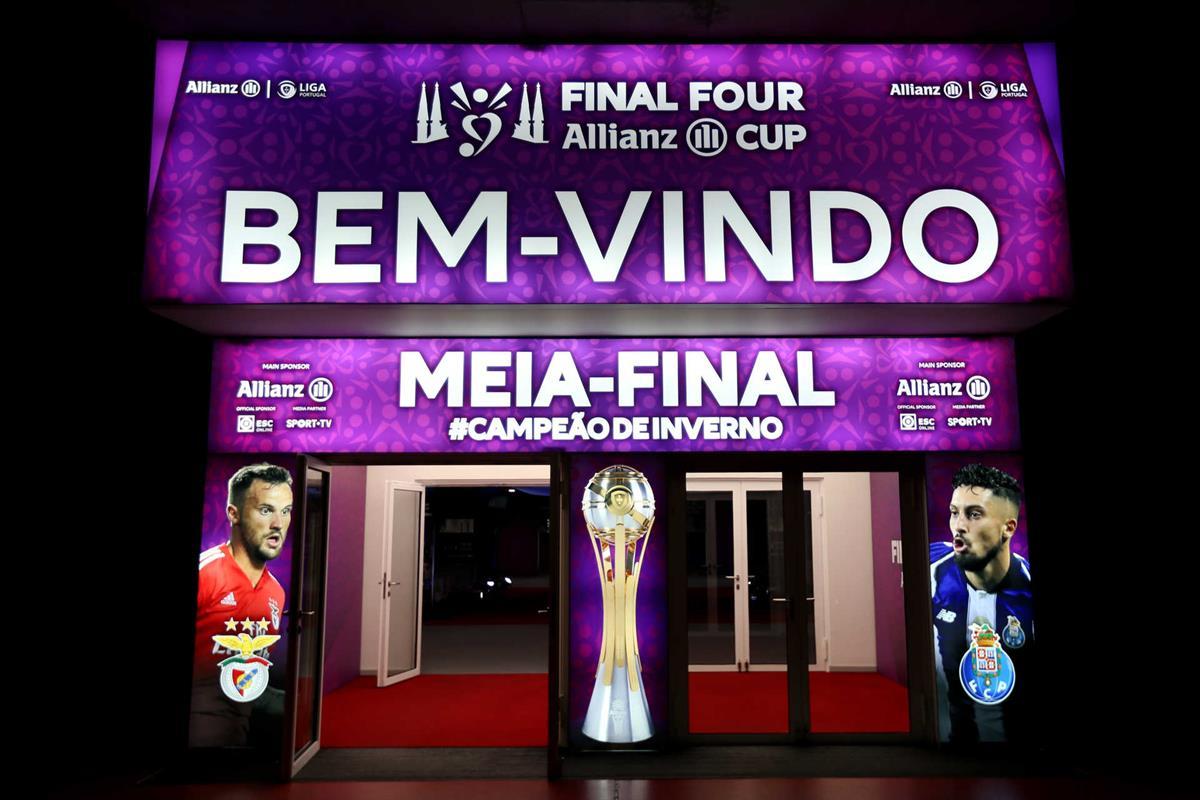 f4b58073d6 Vaná e Svilar titulares no clássico entre F. C. Porto e Benfica