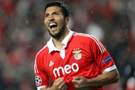 Marca: Manchester United on verge of signing Ezequiel Garay, to replace Rio Ferdinand